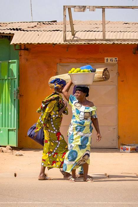 Värikkäiden painobatiikkikankaiden historia Afrikassa ulottuu 1800-luvulle asti.