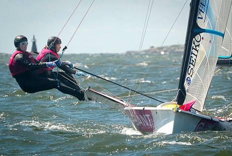 Loppusarjaan selviytyneet Noora Ruskola ja Camilla Cedercreutz kisailivat navakassa tuulessa torstaina.