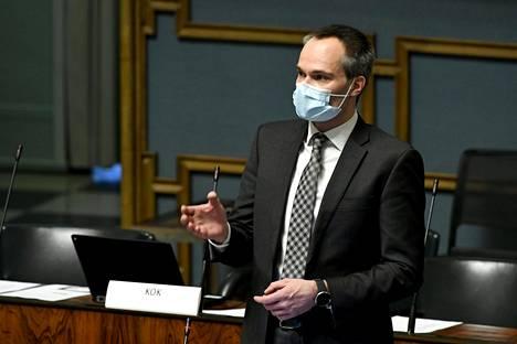 Kokoomuksen Kai Mykkänen eduskunnan täysistunnossa 9. helmikuuta 202.1