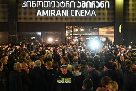 Georgian äärioikeistoa kokoontui osoittamaan mieltään And Then We Dances -elokuvan ensi-iltaan perjantaina.