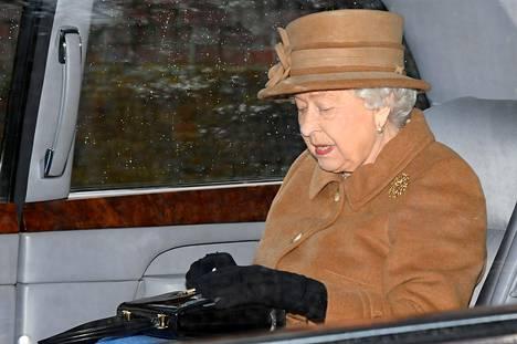 Kuningatar Elisabet lausui Sussexien tulevasta asemasta lauantaina. Kuva tammikuulta kirkkomatkalta.
