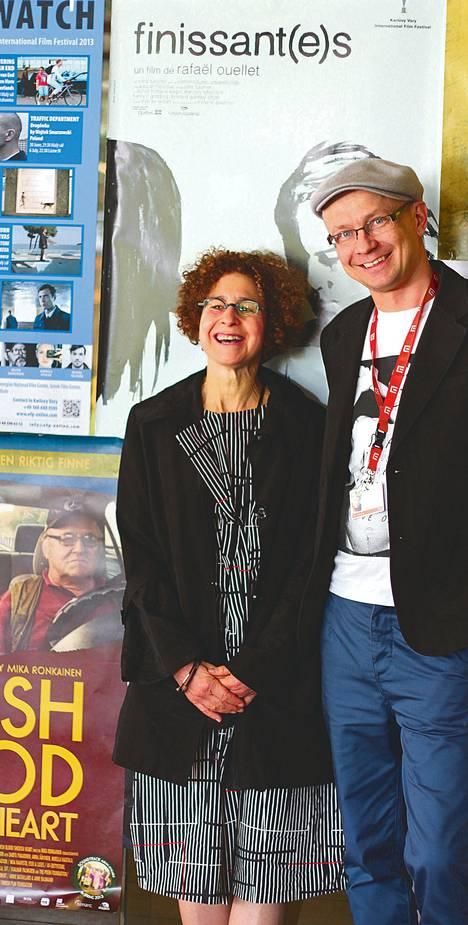 Kriitikko Alissa Simon valitsi elokuvat Ten Euro Directors to Watch -sarjaan. Vieressä Mika Ronkainen.