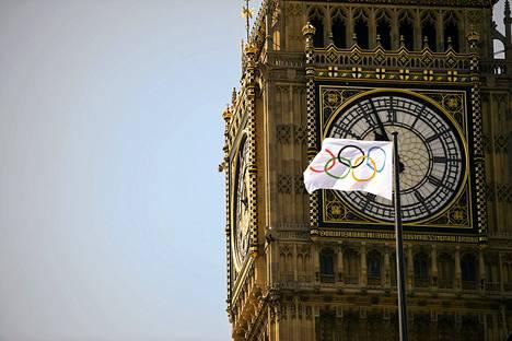 Parlamenttitalon kellotorni Big Ben soi perjantaina kolmen minuutin ajan Lontoon olympialaisten alkamisen kunniaksi.