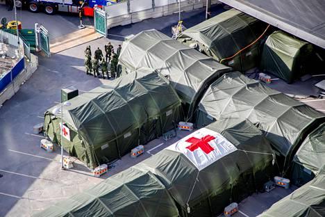 Kenttäsairaalaa valmistellaan sairaala-alueella Göteborgissa 24. maaliskuuta