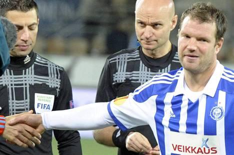 Teemu Tainio sai HJK:ssa paitaansa lempinumeronsa kymmenen. Hän pelasi syksyllä Klubin kipparina Eurooppa liigassa.