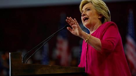 Hillary Clintonin kampanja on syyttänyt demokraatteihin kohdistuneesta tietomurrosta Venäjää, joka sen mukaan yrittää sabotoida Clintonin kampanjaa.