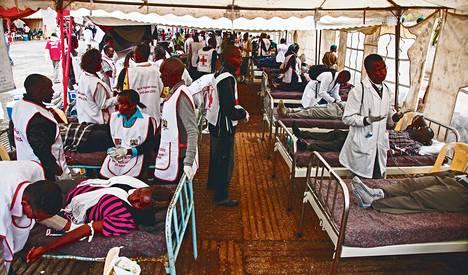 Kenialaiset luovuttivat tiistaina verta Nairobissa Westgaten ostoskeskuksen terrori-iskun uhreiksi joutuneille. Kenian presidentti kiitti tiistai-illan puheessaan kenialaisia myös runsaista rahalahjoituksista uhrien omaisten auttamiseksi.