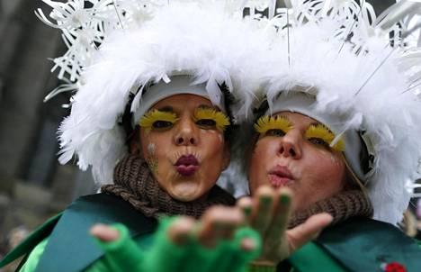 Kölnin karnevaalien avauspäivä torstai on perinteisesti naisvallan päivä. Kuva on viime vuodelta.