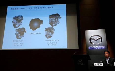 Mazdan toimitusjohtaja Masamichi Kogai esitteli yhtiönsä moottori-innovaatiota Tokiossa 8. elokuuta 2017.