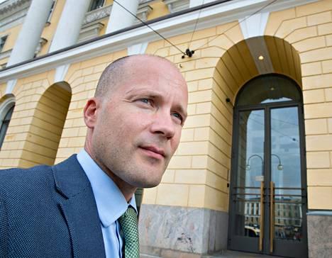 Antti Pentikäinen tapasi hallituksen edustajia Valtioneuvostonlinnassa Helsingissä. Hänestä EU:n pitäisi tehdä jo enemmän kuin pelkkiä julkilausumia Välimeren kriisissä.