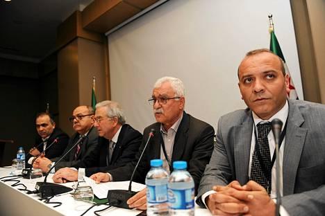 Syyrian opposition yhdistyminen neuvotteluosapuoleksi on ollut kynnyskysymys ulkovalloille, erityisesti Turkille. Kuvassa Syyrian opposition jäseniä Vahid Saqr, Abdurrezzak Eid, Samir Nessar, George Sabra ja Ammar Qurabbi.