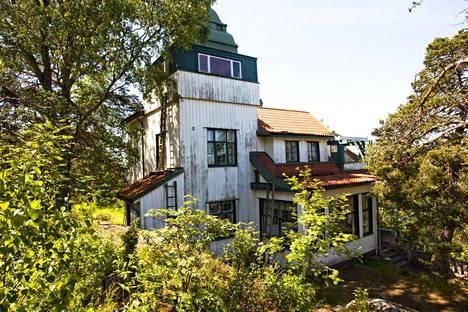 Villa Widablickin päärakennuksen on suunnitellut ruotsalaisarkkitehti David Frölander-Ulf. Se valmistui 1910-luvulla.