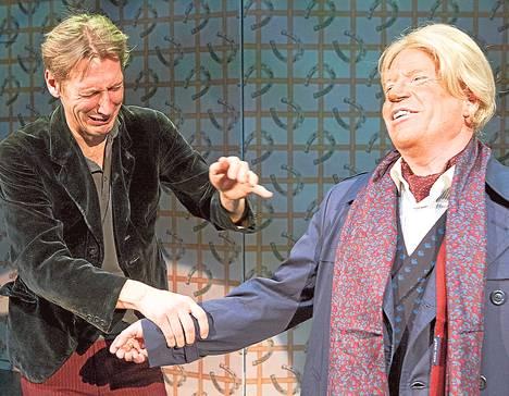 Pekka Strang (vas.) ja Jari Pehkonen näyttelevät varmalla otteella.