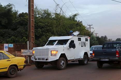YK:n panssaroitu auto Bamakossa, Malissa 23. marrsakuuta 2015.