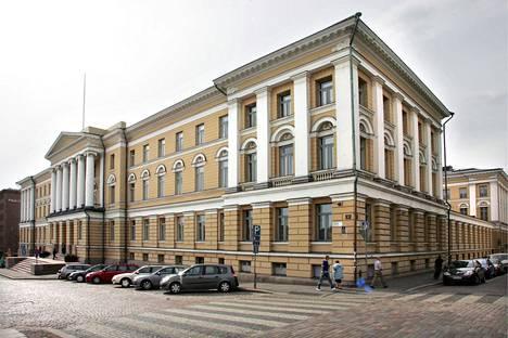 Helsingin yliopiston päärakennus Senaatintorin laidalla.