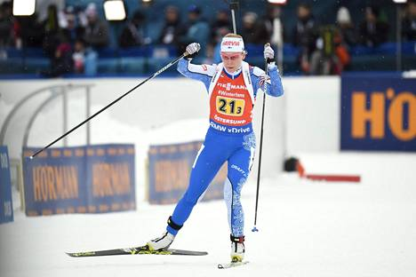 Suomen viesti ampumahiihdon MM-kisoissa päättyi Sanna Markkasen osuudella, kun kilpailun kärki ohitti hänet kierroksella.
