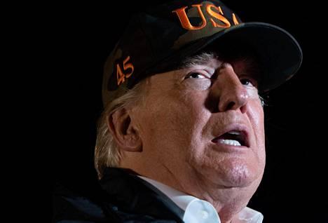Trump yritti määrätä, ettei Meksikosta laittomasti saapuville siirtolaisille tulisi antaa turvapaikkaa Yhdysvalloista.