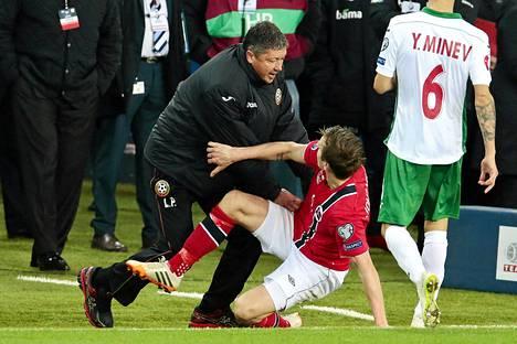 Bulgarian päävalmentaja Ljuboslav Penev ja Norjan Stefan Johansen ottivat yhteen ottelun loppuhetkillä.