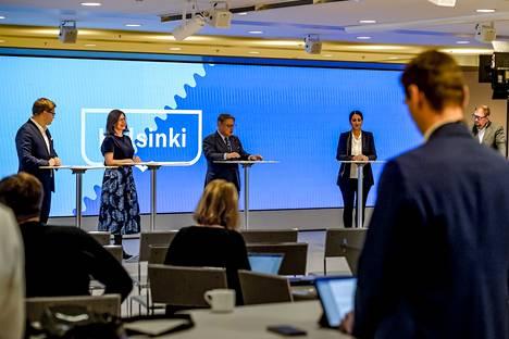 Strategianeuvotteluja johtanut Helsingin pormestari Juhana Vartiainen (kok) ja apulaispormestarit Daniel Sazonov (kok), Anni Sinnemäki (vihr), Nasima Razmyar (sd) ja Paavo Arhinmäki (vas) tiedottivat strategiasta keskiviikkona.