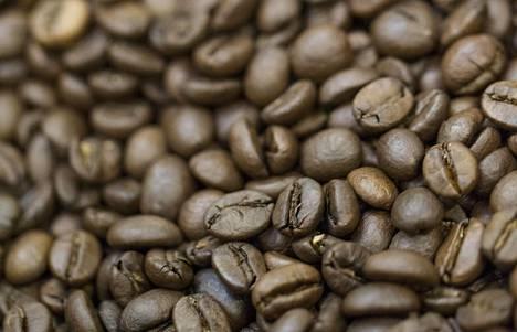 Merkittävä osa kahvin aromeista katoaa pian jauhatuksen jälkeen. Nykykoneissa onkin usein mylly, joka jauhaa kahvipavut vasta juuri ennen uuttoa.
