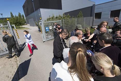 Nokia Salon-tehtaan tuotekehityksen luottamusmies antoi haastatteluja tiedotusvälineille kesäkuussa 2012, jolloin yhtiö ilmoitti lopettavansa tehtaan.