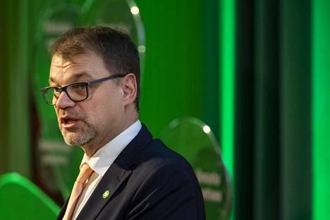 Puheenjohtaja Juha Sipilä puhui keskustan puoluevaltuuston kokouksessa Turussa lauantaina.