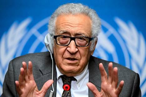 YK:n rauhanvälittäjän Lakhdar Brahimi piti tiedotustilaisuuden Syyria-neuvotteluissa Genevessä tiistaina.