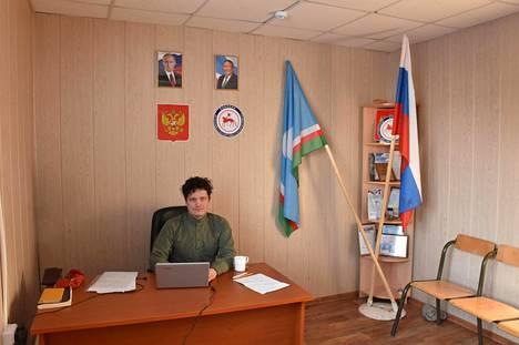 Toimittaja Jussi Konttisella on työhuone on kunnantalolla.