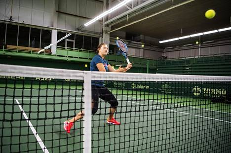Anastasia Kulikova harjoitteli Talin tenniskeskuksessa joulukuussa 2019.