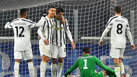 Juventuksen Cristiano Ronaldo (toinen vas.) juhli maalia Kiovan Dynamoa vastaan 2. joulukuuta.