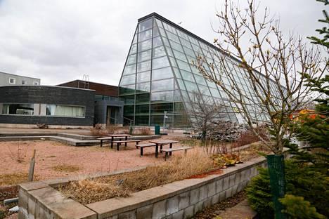 Gardenian ulkopuolelle rakentuu useampi terassialue. Länsipäätyyn tulee lisäksi ensi vuonna saunaosasto ja edustustilat.