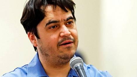 Ruhollah Zam puhui oikeudessa Teheranissa viime kesäkuussa.