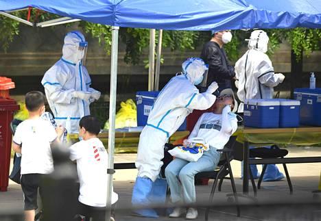Kiinan terveysviranomaiset ovat aloittaneet asukkaiden testaamisen Pekingissä.