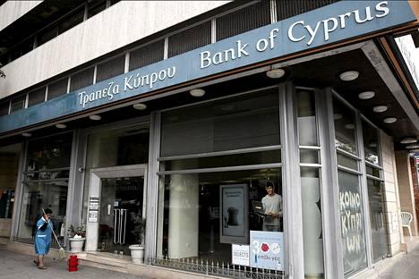 Kyproksen pankit ovat polvillaan Kreikan-lainoista tulleiden tappioiden takia.