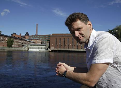 Vaikeinta suomalaiseksi muuttumisessa on oppia suomalaista tangoa, vinoilee Tampereen yliopistossa työskentelevä Dieter Hermann Schmitz.