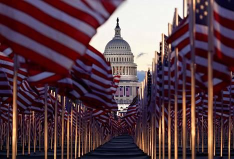 National Mall -puisto täyttyi tällä kertaa yleisön sijasta Yhdysvaltojen lipuista.