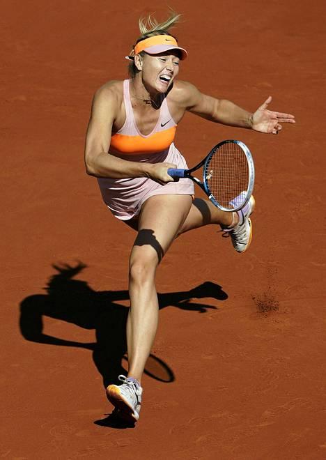 Maria Sharapova eteni kolmatta kertaa peräkkäin Ranskan avointen finaaliin.