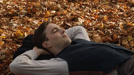 Nicholas Hoult näyttelee J.R.R. Tolkienia Dome Karukosken elokuvassa
