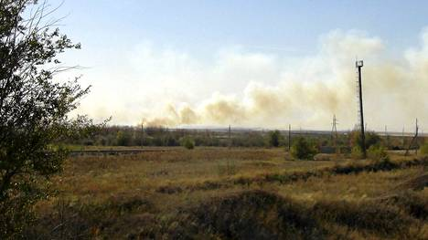 Ammusten räjähdyksen aiheuttama savupilvi horisontissa Orenburgissa.