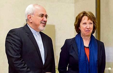 Iranin ulkoministeri Mohammad Javad Zarif ja EU:n ulkopolitiikan korkea edustaja Catherine Ashton Genevessä keskiviikkona.