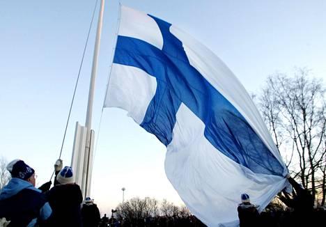 """Suomessakin """"lipun ympärille kokoontumisen"""" ilmiö näkyy puoluekannatuskyselyssä."""