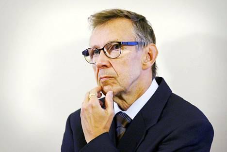 Oikeuskansleri Jaakko Jonkka huomauttaa, ettei oikeuskanslerilla ole lakiin perustuvaa oikeutta estää yhdenkään hallituksen esityksen lähettämistä eduskuntaan.