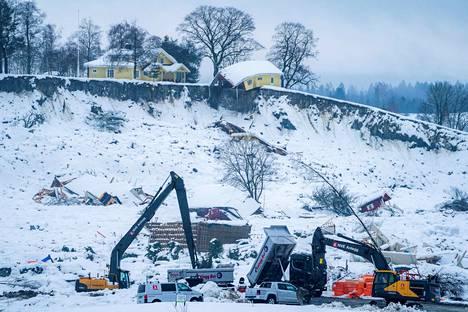 Raivaustöitä jatkettiin Norjan maanvyörymäalueella torstaina.