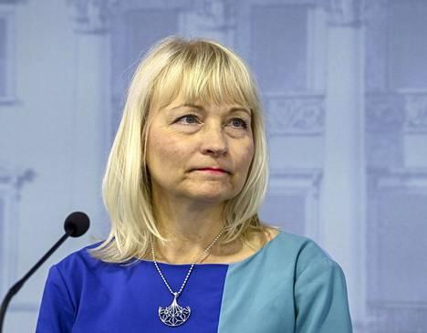 STM:n osastopäällikkö Päivi Sillanaukee tiedotustilaisuudessa valtioneuvoston linnassa aiemmin kesäkuussa.
