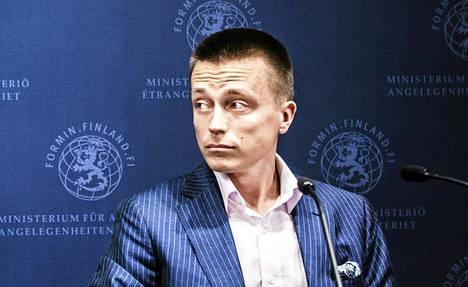 Atte Kaleva puhui tiedotustilaisuudessa Ulkoministeriössä toukokuussa 2013.