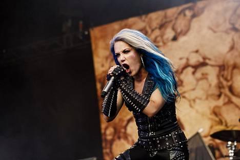 Arch Enemy -yhtye esiintyi Tuska-festivaalilla Helsingissä kesäkuussa. Kuvassa laulaja Alissa White-Gluz.