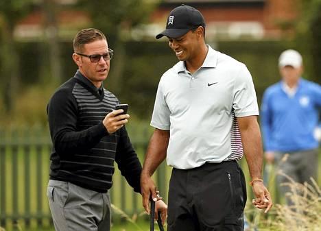Sean Foley (vas.) ei jatka enää Tiger Woodsin valmentajana. Woods ilmoitti asiasta verkkosivuillaan maanantaina.