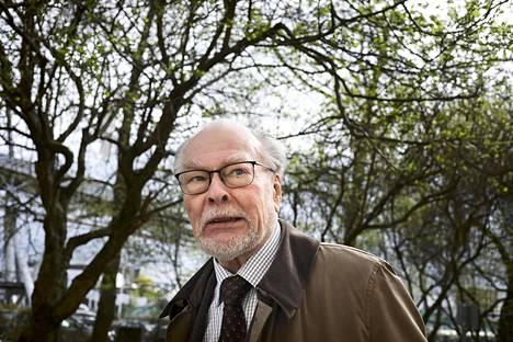 Luonnontieteilijä ja tuottelias kirjailija Anto Leikola.