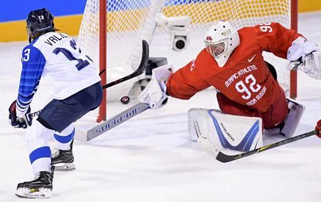Suomen Riikka Välilä laukoi maalin Nadezhda Morozovan vartioimaan maaliin ottelun puolivälissä.