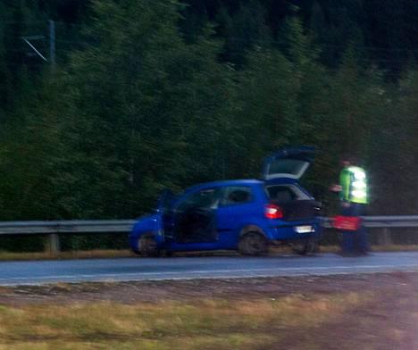 Ammuskelusta epäilty mies ajoi piikkimattoon Mäntsälässä.